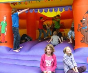 Fete11 bouncy small