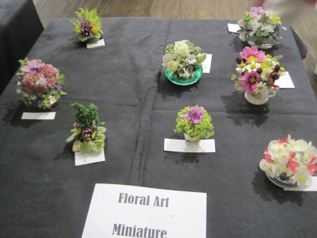 Bgs summer show winners beech village hampshire for Small rose flower arrangement