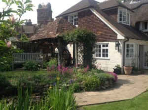Beautiful house and gardens in Farringdon
